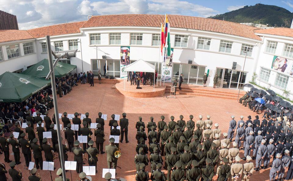 Ceremonia estación de policía la macarena