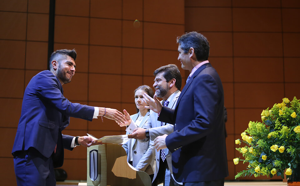 Foto entrega de diplomas