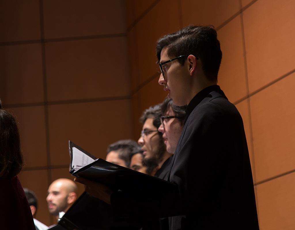 Coro Uniandes durante de la ceremonia de grados de posgrado 2017-2