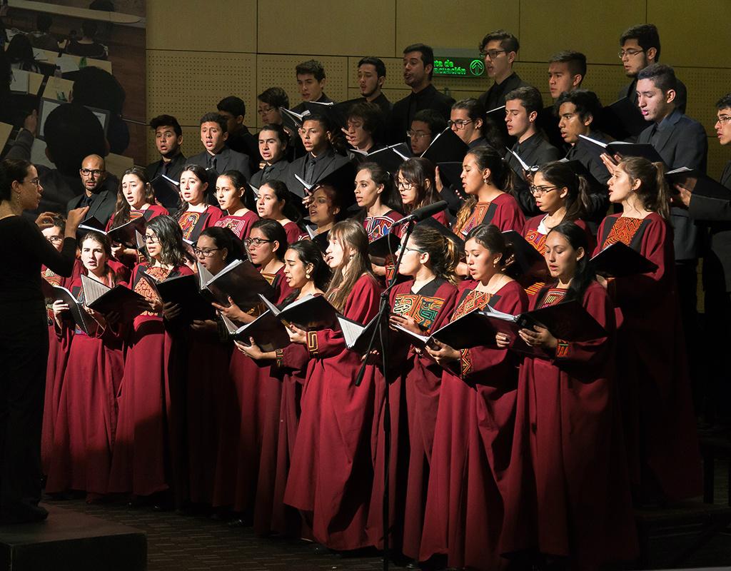 Coro de la Universidad acompañando las ceremonias de grado