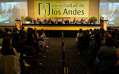 Escenario de entrega de grados de la Universidad de los Andes