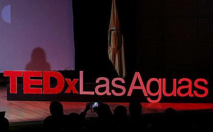 Escenario charla TEDx Las Aguas