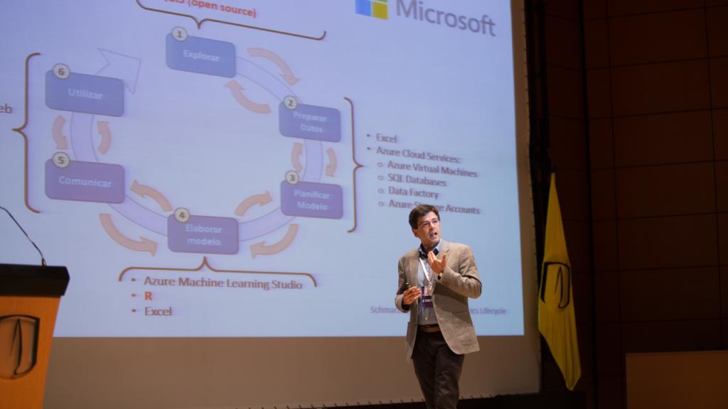 Conferencia de Patricio Rodríguez, profesor de la Universidad de Chile