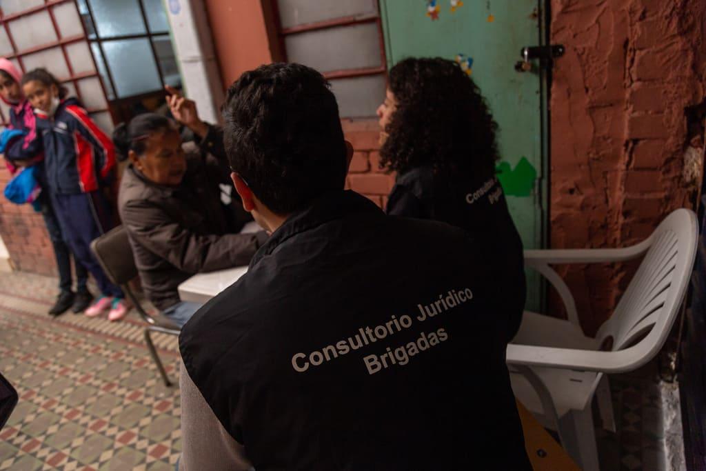 Foto de estudiantes de la Clínica Jurídica durante el proyecto