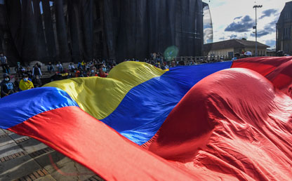 Bandera de Colombia en las protestas de 2021.