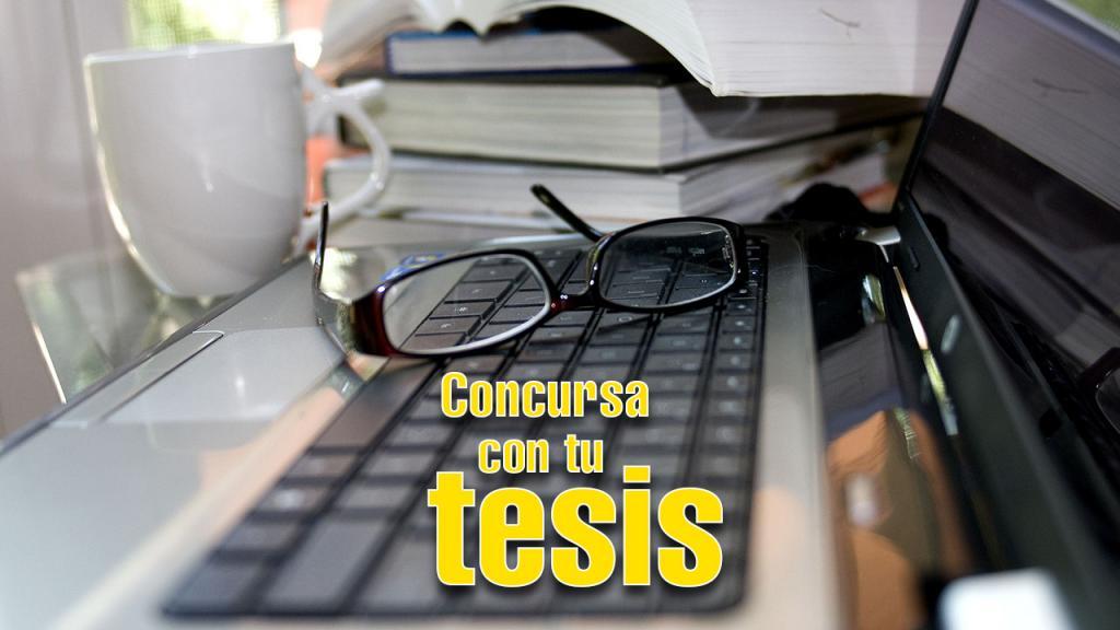 Imagen de computador y libros