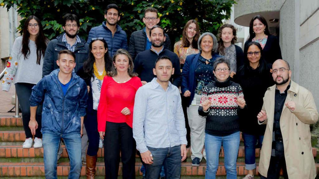 Imagen del equipo de Conéctate que desarrollo el curso en el campus de la Universidad de los Andes