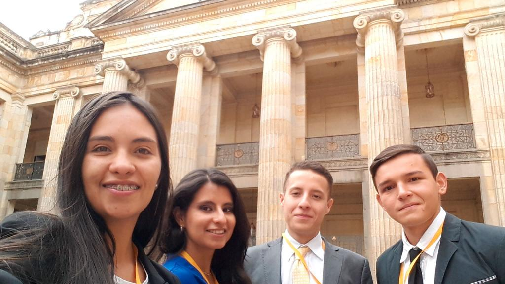 Estudiantes Ciencia Política Universidad de los Andes en el Congreso de la República