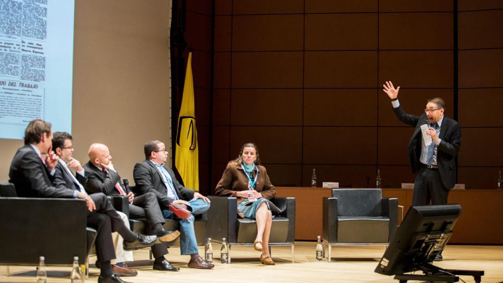 Panelistas del conversatorio: Sostenibilidad financiera de los sistemas masivos de transporte.