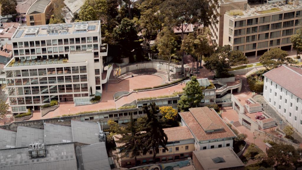 Vista aérea del campus de Uniandes.