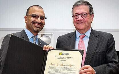 Joybrato Mukherjee, rector de la Universidad Justus Liebig de Giessen de Alemania y Pedro Navas, rector de la Universidad de los Andes