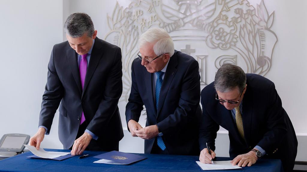 Rectores de la Universidad del Rosario, Javeriana y Los Andes firman convenio marco.