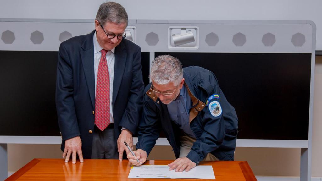 Firma convenio Universidad de los Andes y Parques Nacionales Naturales