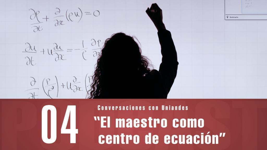 Mujer resuelve un problema matemático en un tablero.