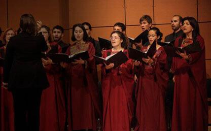 Coro Los Andes interpreta himno Colombia