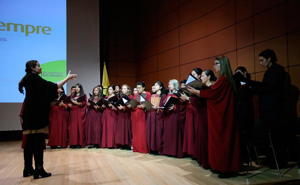 Foto del coro de la universidad de los Andes