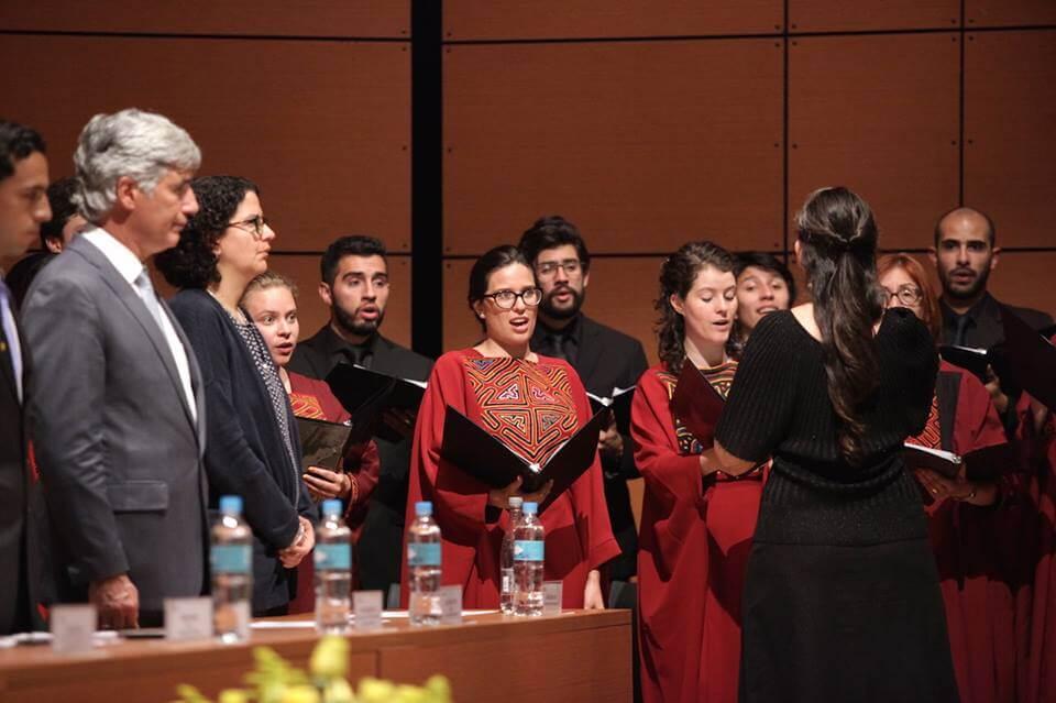 Foto coro universidad de los andes grados medicina 2016-1