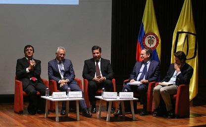 Conversatorio 'Planeando Ciudades Sostenibles', realizado por la Escuela de Gobierno.