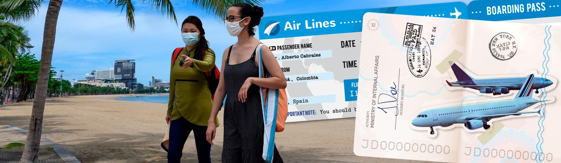 Collage de playa desocupada, tiquete aéreo, pasaporte, aviones y turistas con tapabocas