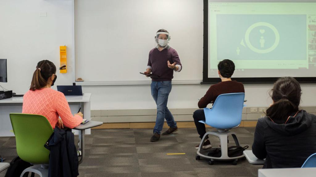 Aula de clases bioseguro en Uniandes.