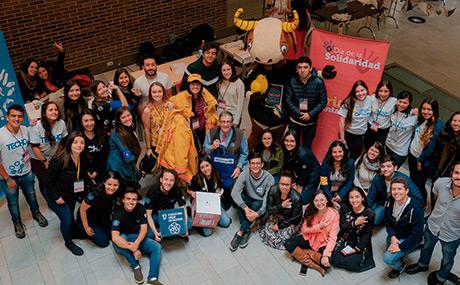Grupo de voluntarios en el día de la solidaridad en la Universidad de los Andes