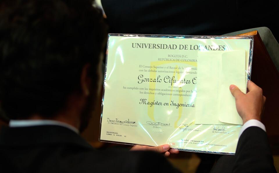Foto diploma grados posgrados 2016-1