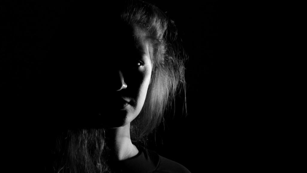 Foto blanco y negro de una mujer