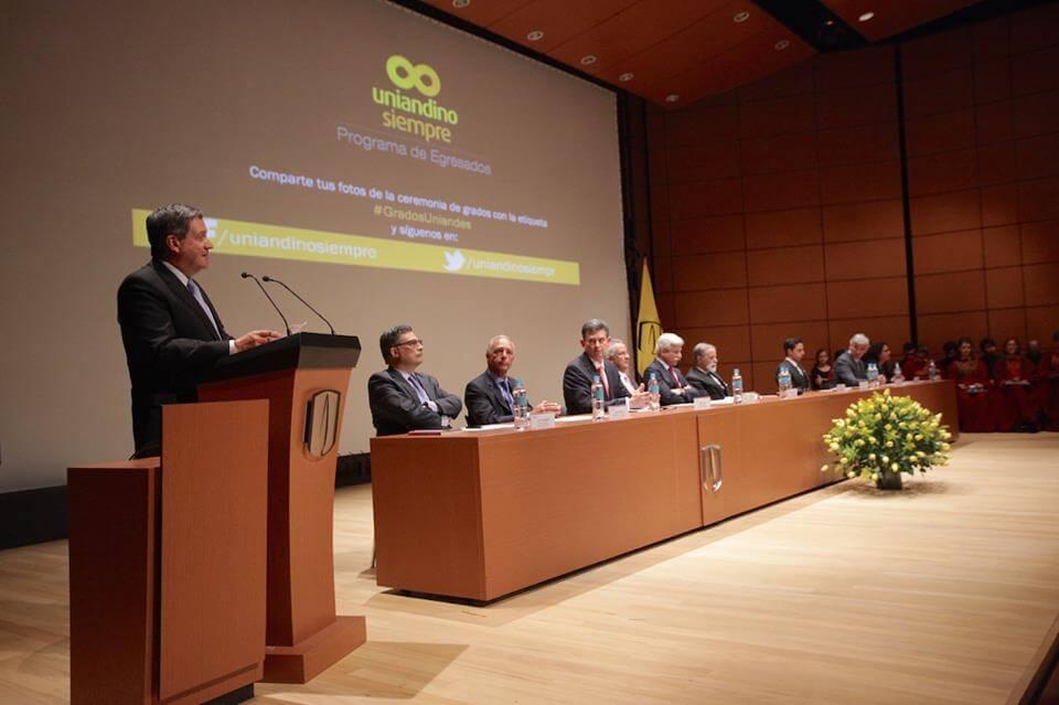 Foto Rector Pablo Navas grados medicina 2016-1