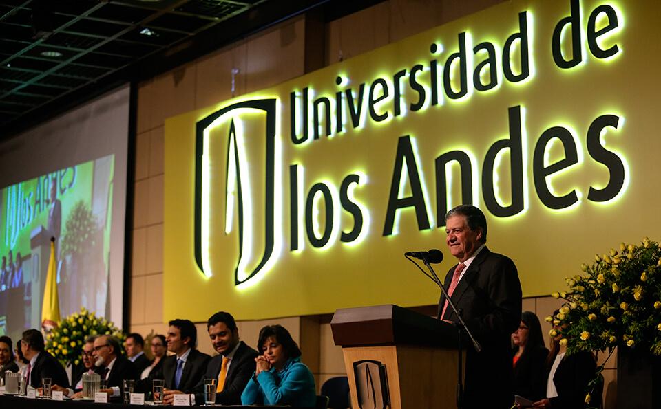 Foto Discurso del Rector Uniandino Pablo Navas