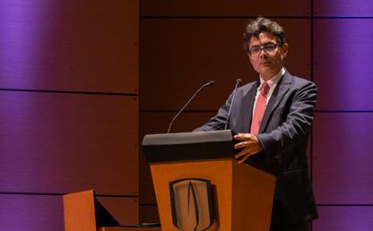 Foto del rector Alejandro Gaviria