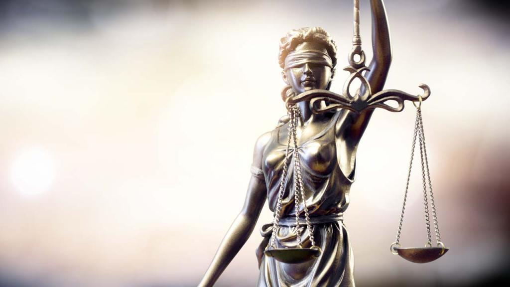 Foto de una figura que representa a la Dama de la Justicia