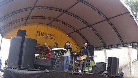 El grupo colombiano Durazno se presentó el 7 de Marzo en la plazoleta Lleras de Uniandes