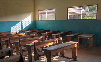 Salón de clase vacío.