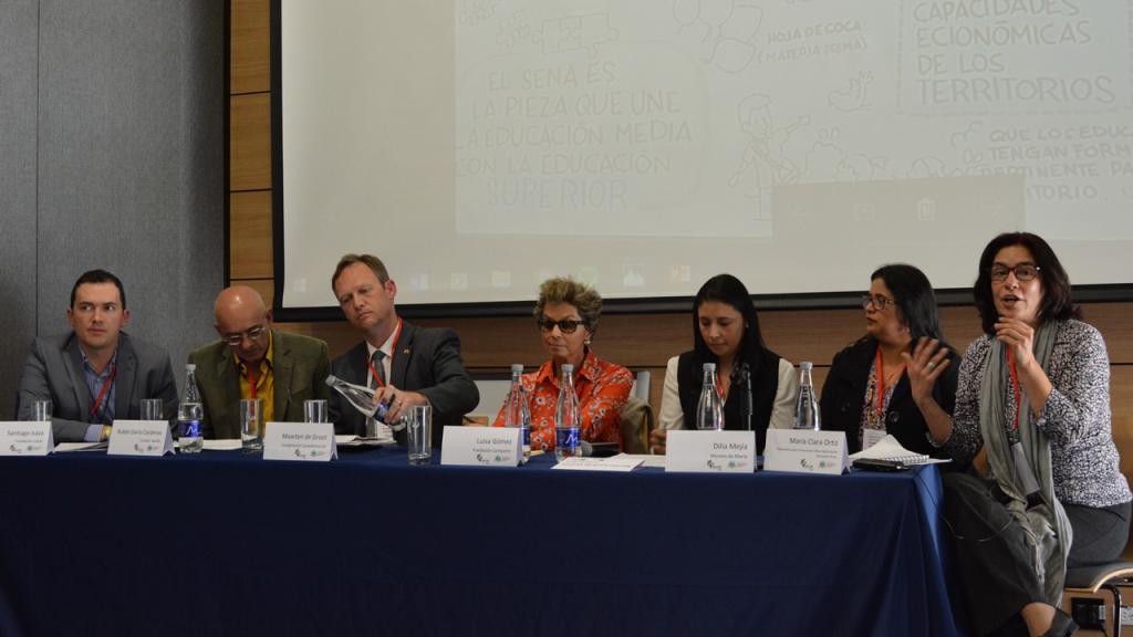 Imagen participantes panel 2.