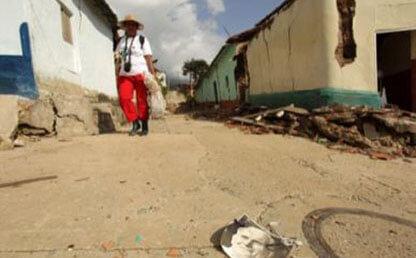 Elva Marina Santander recorre las calles de Gramalote