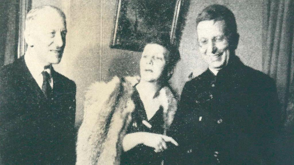 Roberto Franco (primer rector de la Universidad de los Andes), Matilde de Franco y Emilio de Brigard.