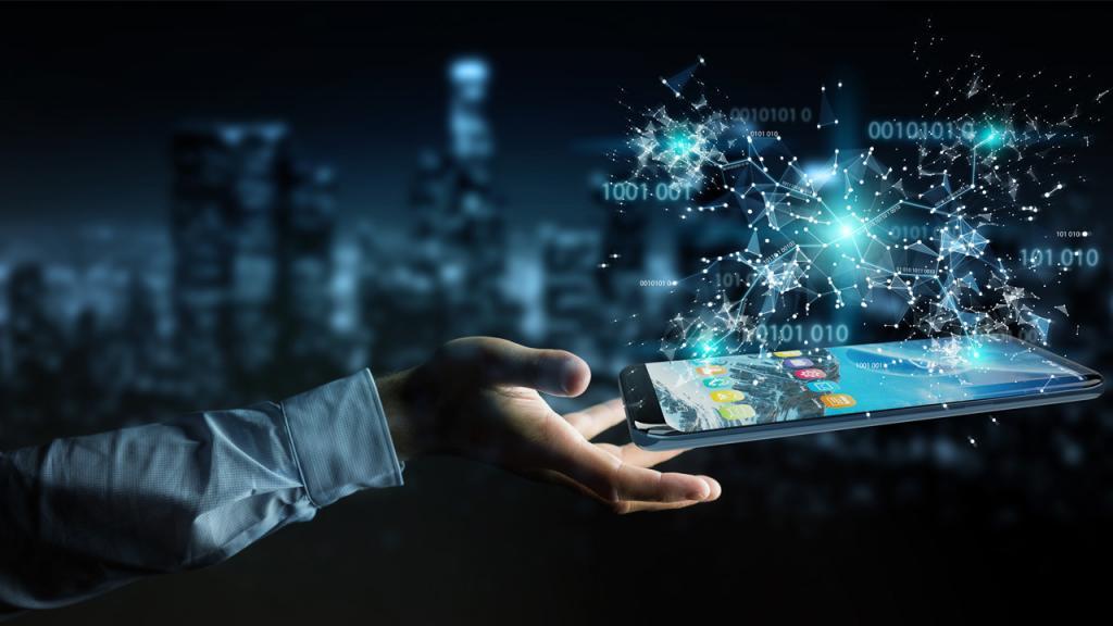 Manos a punto de agarrar una tablet con holograma