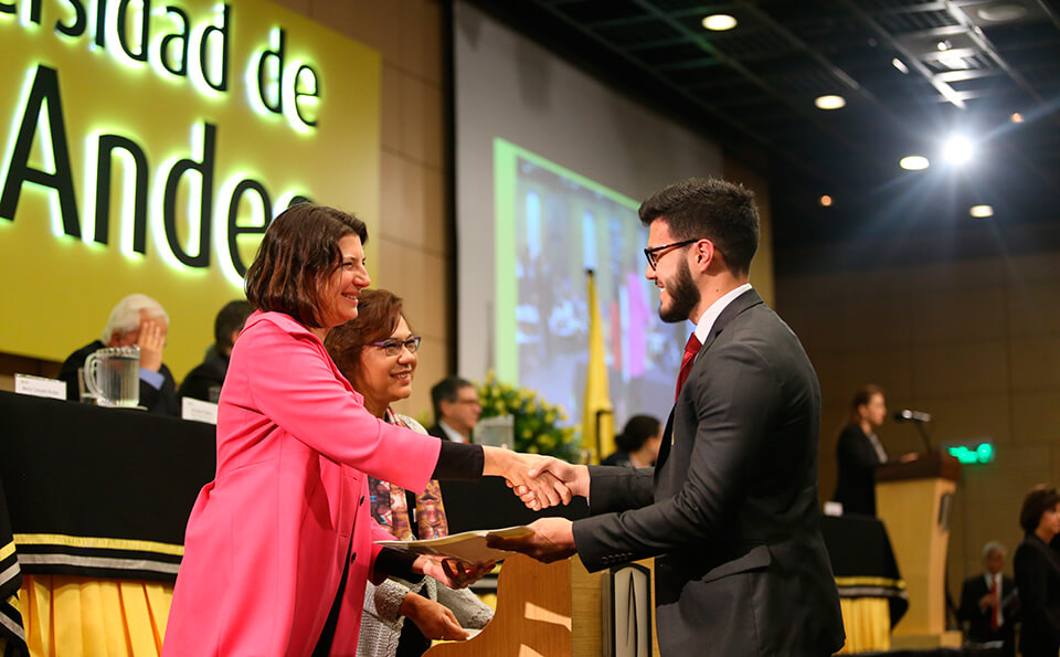 Foto de Entrega de Diplomas