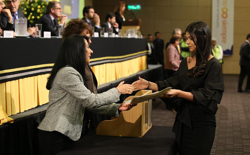 Foto Uniandina recibe diploma grados 2016-2