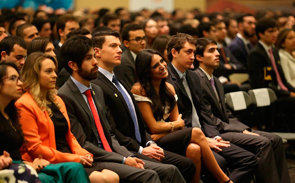 Foto asistentes ceremonia grados 2016-1