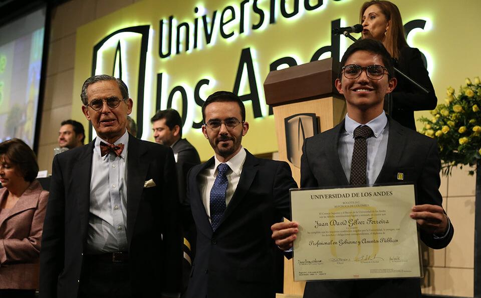 Foto Uniandino recibe distinción summa cum laude