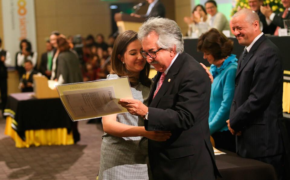 Foto entrega de diplomas pregrado 2016-1