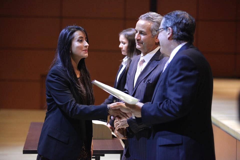 Foto entrega de diplomas grados medicina 2016-1