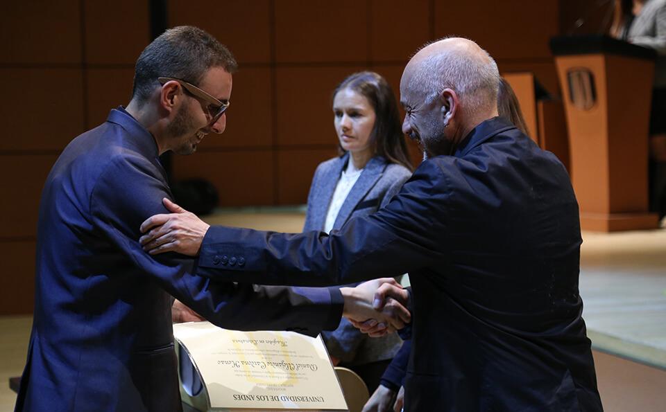 Foto entrega de diplomas grados posgrados 2016-2