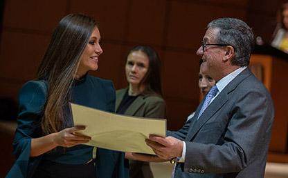 Entrega de diplomas en la ceremonia de grados de la Facultad de Medicina 2019-2