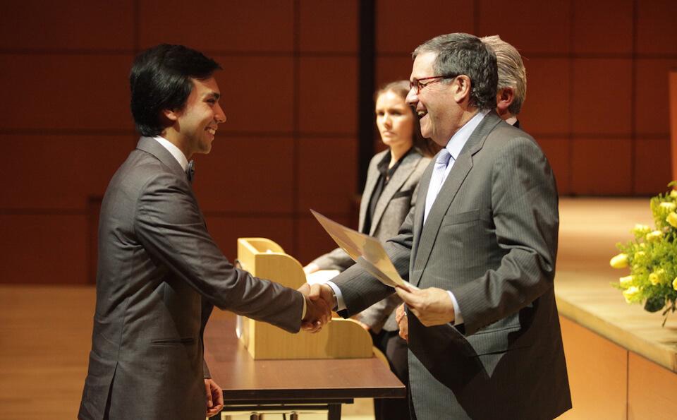 Foto entrega de diplomas medicina 2015-2