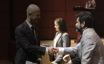 entrega diplomas ceremonia posgrados 2015-1