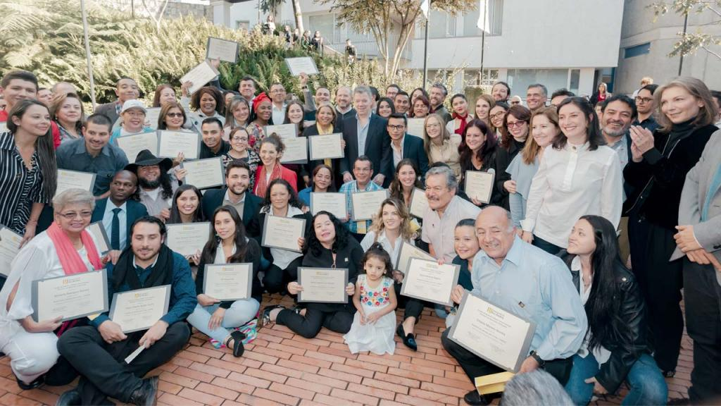 Líderes y lideresas sociales se graduaron de la Academia de Liderazgo para la Paz.