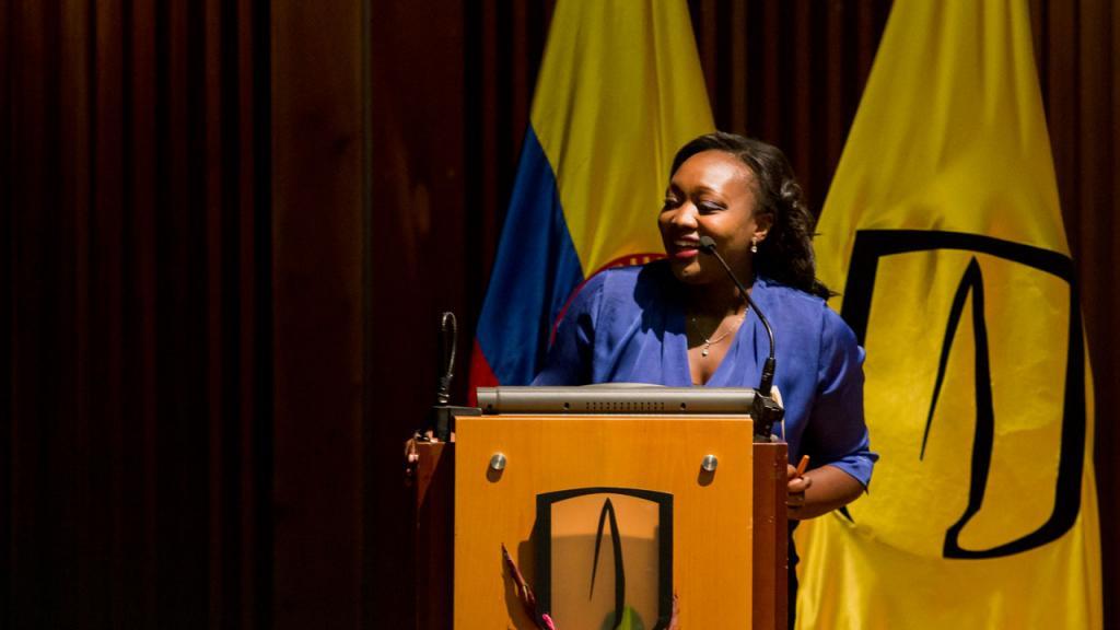 En el atril, Paula Moreno, presidente Manos Visibles
