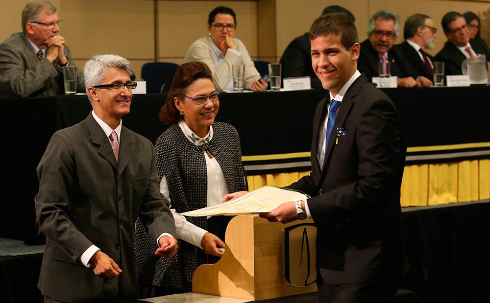 Foto Uniandino con diploma